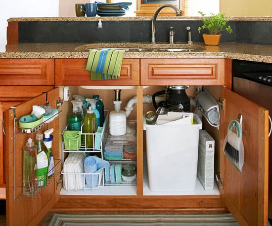Organizing the Kitchen - real life organizing for busy moms on a budget! @ AVirtuousWoman.org --- I love these ideas! #getorganized #organize