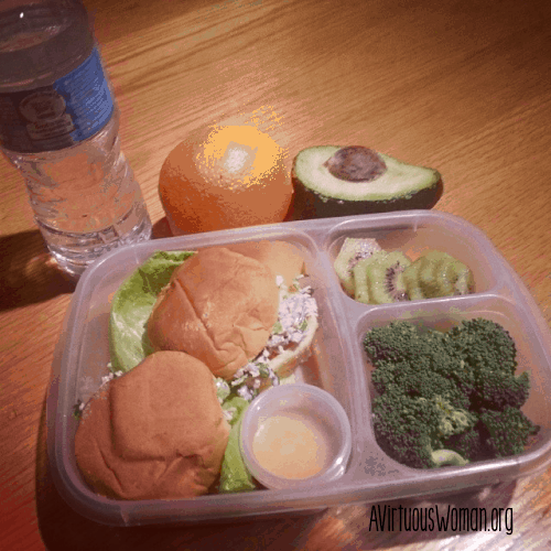 Mock Tuna Salad Sandwiches, Broccoli, Kiwi, Avocado, and Orange @ AVirtuousWoman.org #easylunchboxes #vegetarian