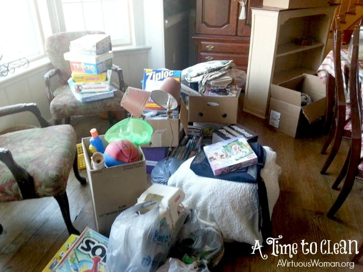 A Time to Clean: 30 Day Challenge @ AVirtuousWoman.org #declutter #clutter #ATimeToClean