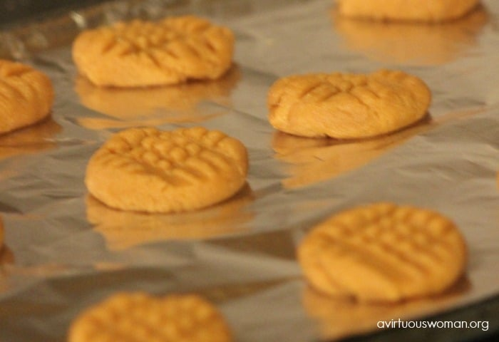 Easy Peanut Butter Cookies - Only 3 Ingredients! Plus, they're gluten free! @ AVirtuousWoman.org