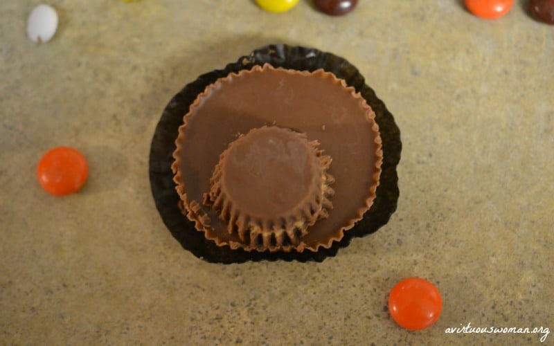 Reeses Peanut Butter Cup Turkeys @ AVirtuousWoman.org