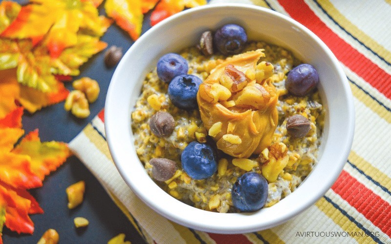 Overnight Peanut Butter Oatmeal with Chia Seeds